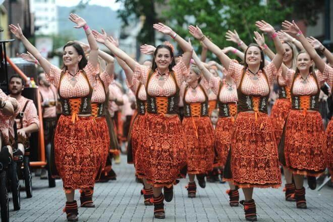 oktoberfest-blumenau-desfile